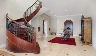 Лестница винтовая из красного дерева ЛВ26