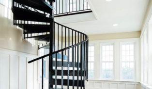 Винтовая металлическая лестница, черная ЛМВ26