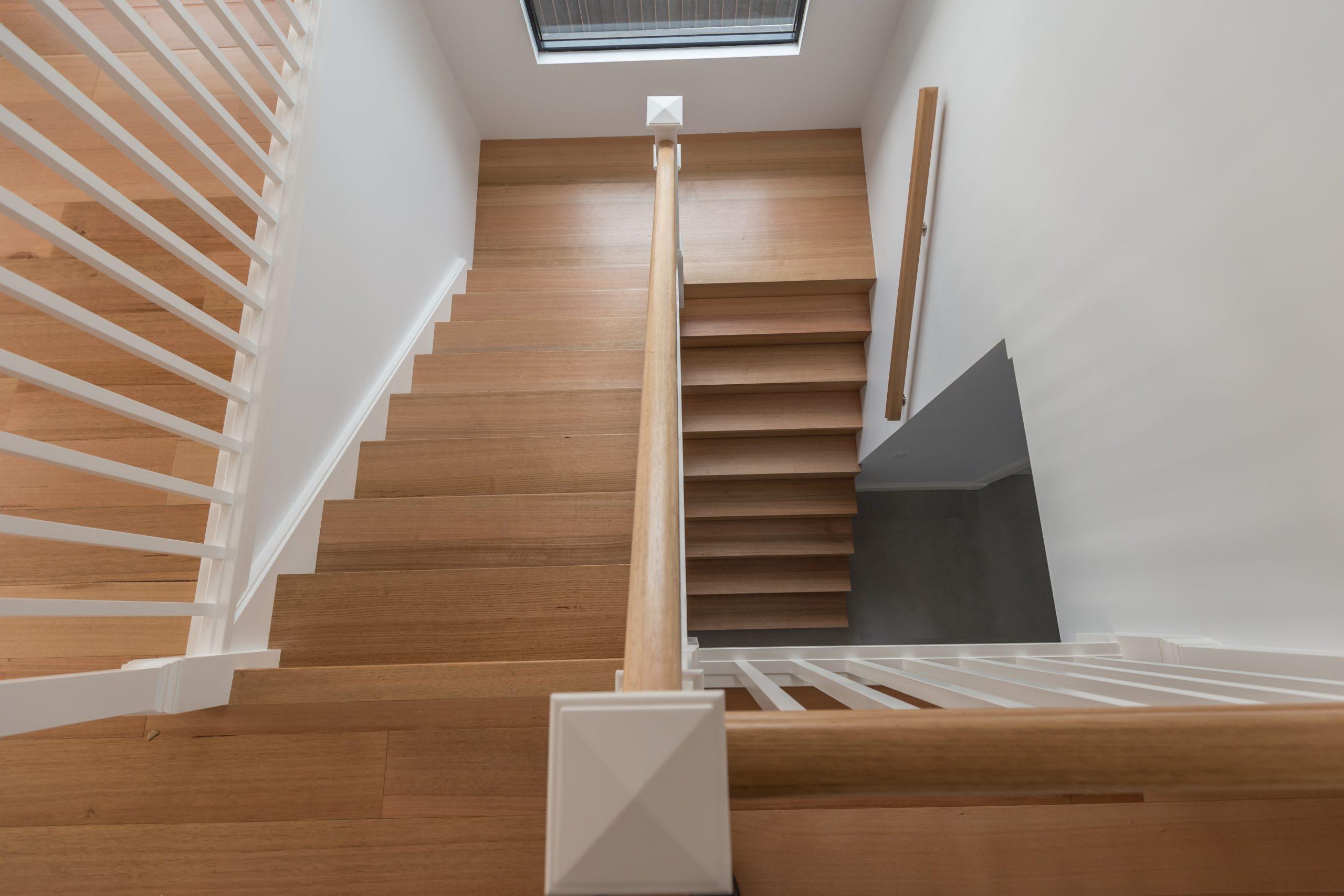 Отделка лестницы ламинатом ОЛЛ26