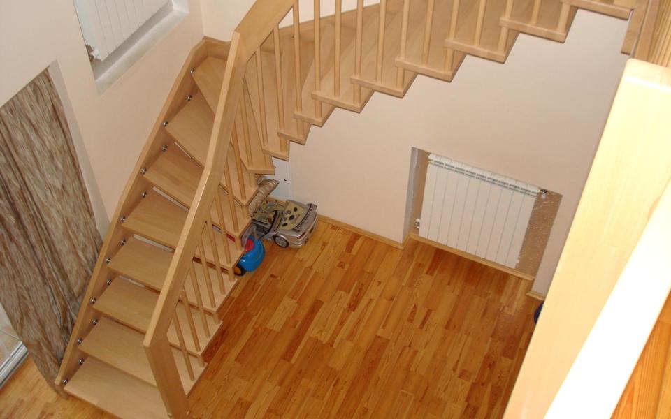 Лестница из дерева лиственницы ЛЛ27