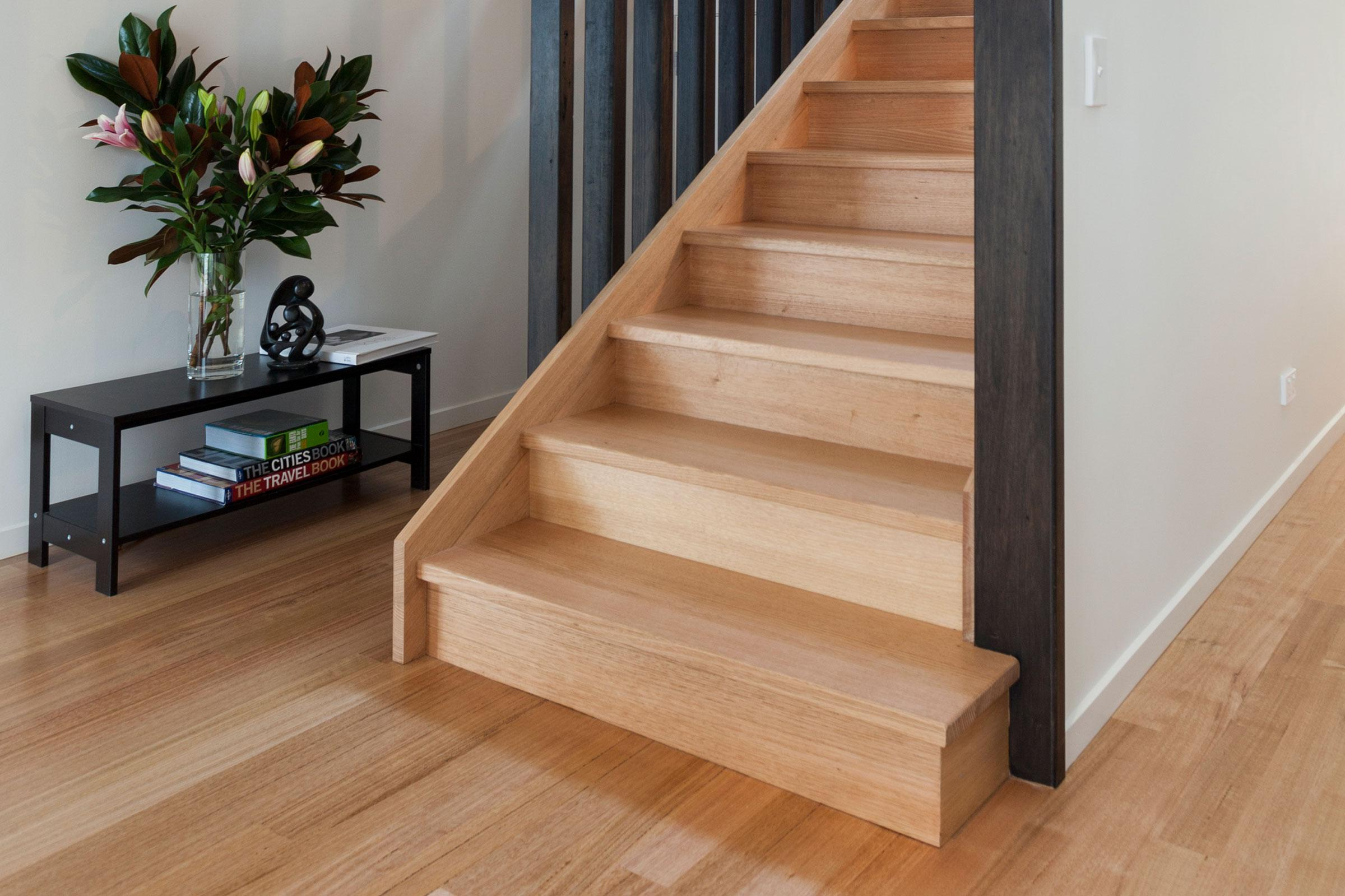 Отделка лестницы ламинатом ОЛЛ27