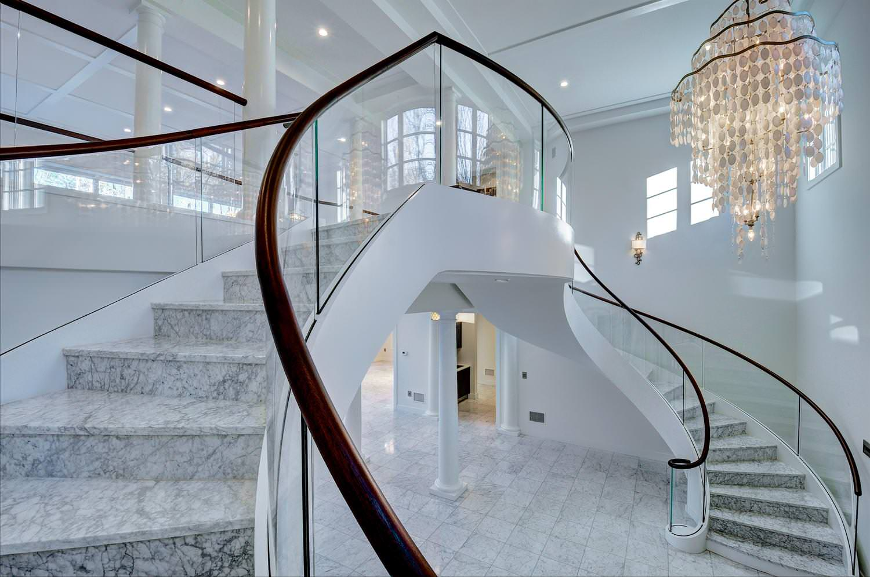 Отделка лестницы мрамором ОЛМ27