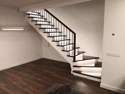 Лестница, массив темного ясеня ЛЯ25