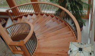 Плавная винтовая лестница из дерева ЛВ27