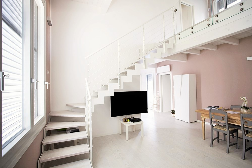 Металлокаркас, Г-образная лестница, белая ЛМГО27