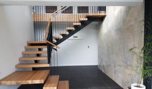 Лестница, стильная, из ясеня ЛЯ26