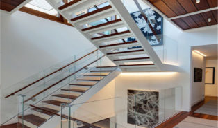 П-образная лестница, каркас, ступени из дерева, подсветка ЛПО28