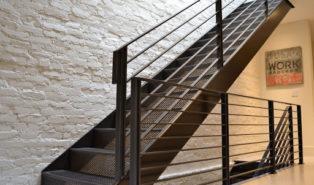 Прямая лестница из металла, ступени сетка ЛМП29