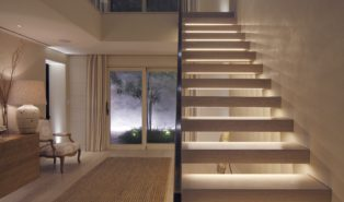 Прямая лестница из дерева с подсветкой ЛП29