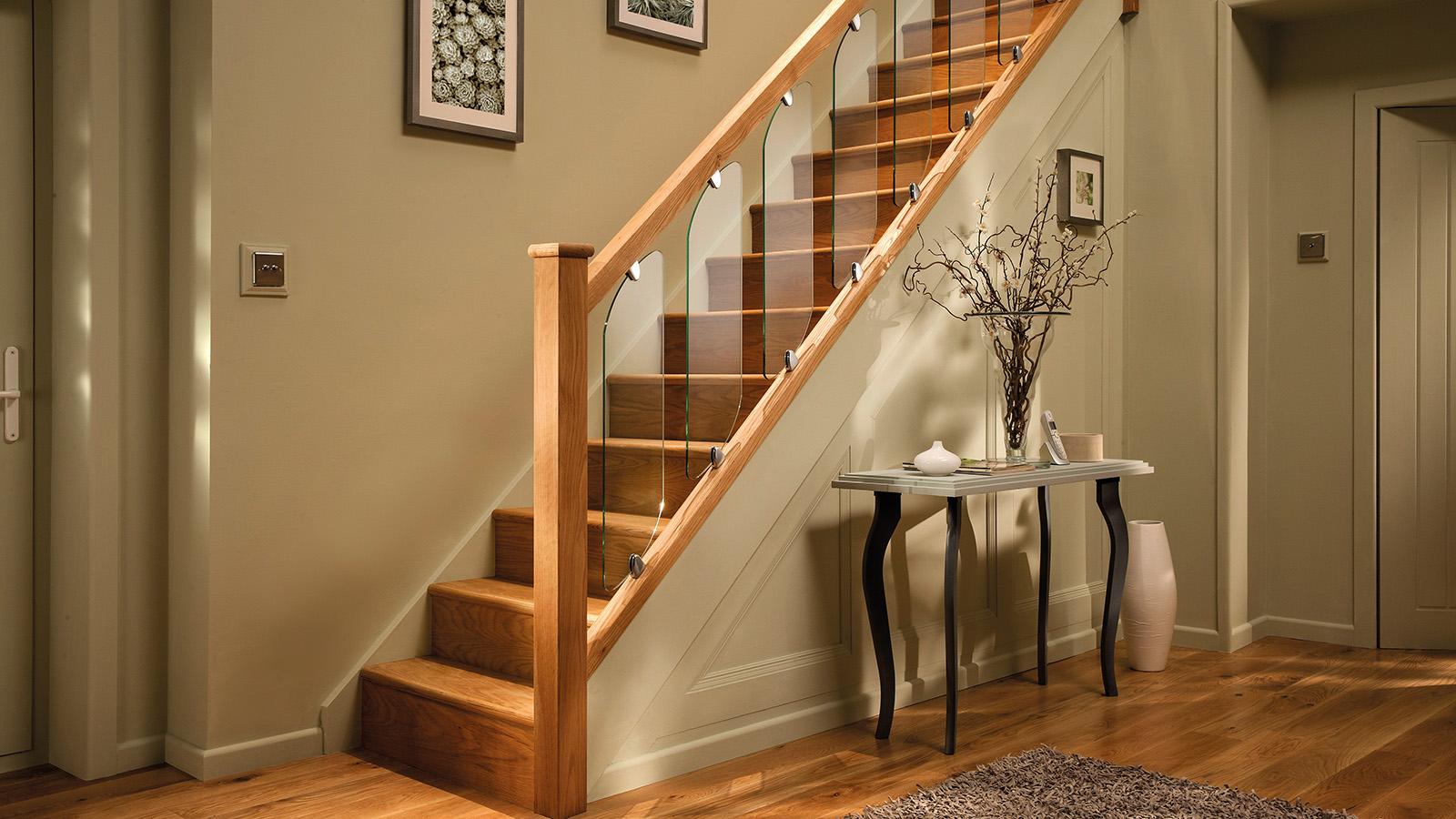 Прямая лестница из дерева ЛП2