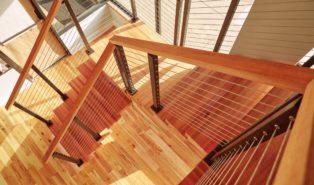 П-образная лестница из красного дерева ЛПО3