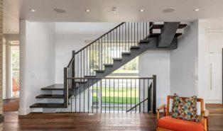 Черная лестница Г-образная, металлокаркас ЛМГО3