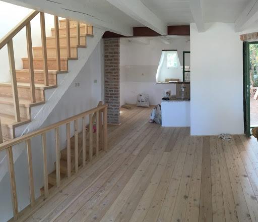 Лестница из лиственницы ЛЛ30