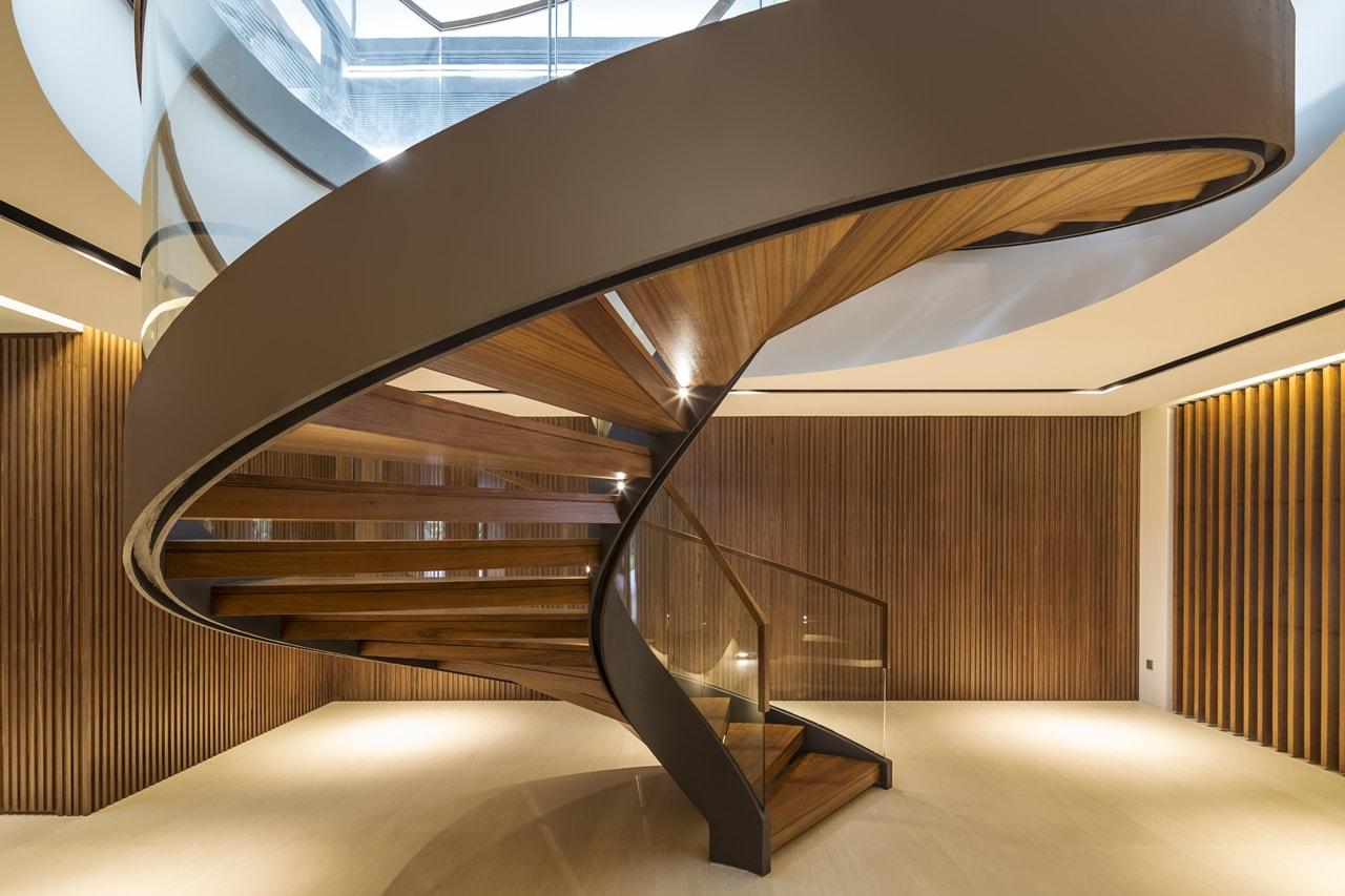 Винтовая лестница из дерево ЛВ30