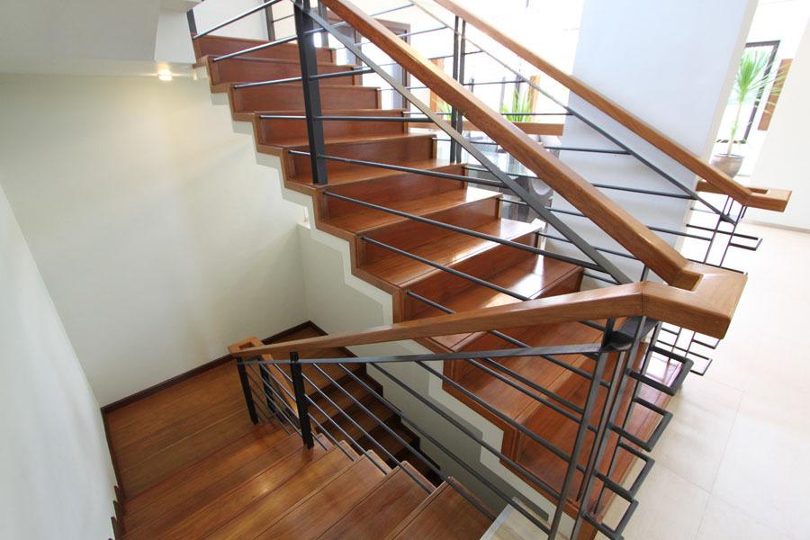 Отделка лестницы деревом ОЛД31