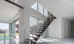 Прямая лестниц, каркас из металла ЛМП33