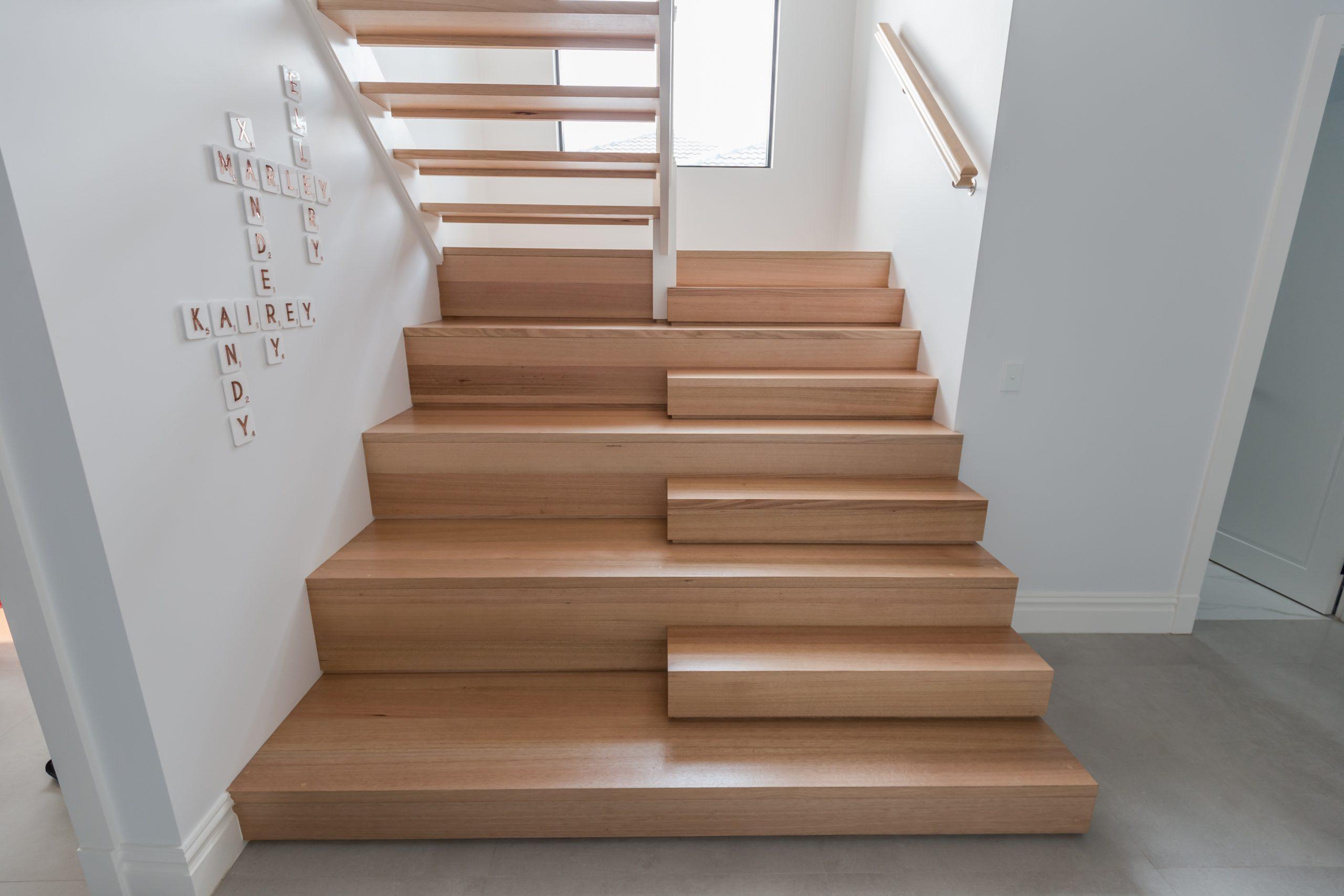 Отделка лестницы ламинатом ОЛЛ33