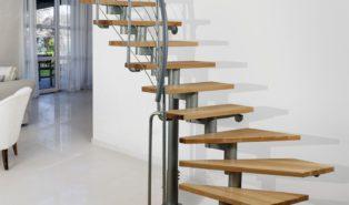 Оригинальная лестница из ясеня ЛЯ4