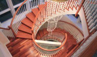 Деревянная винтовая лестница ЛВ4