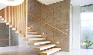 Стильная лестница из ясеня ЛЯ5