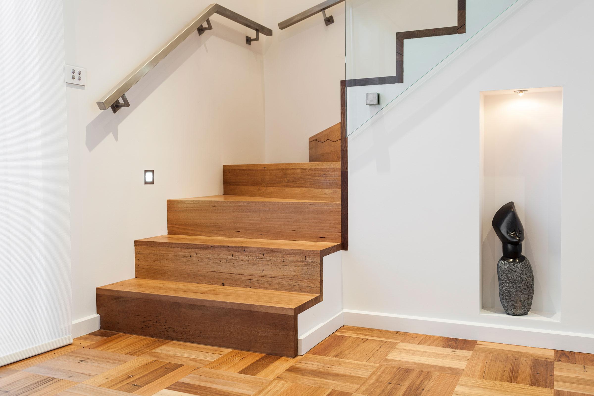 Отделка лестницы ламинатом ОЛЛ6