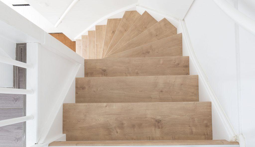 Отделка лестницы деревом ОЛД6