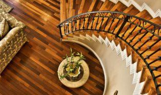 Винтовая лестница из дерева ЛВ6