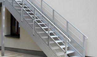 Прямая лестница из металла, уличная ЛМП7