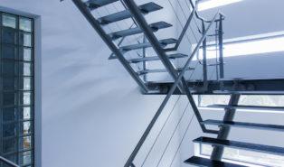 Стальная П-образная лестница ЛМПО8