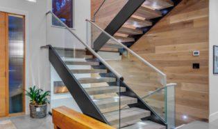 П-образная лестница, каркас, ступени массив, подсветка ЛПО9